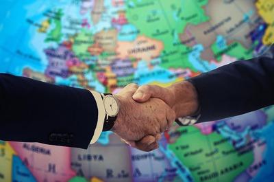 handshake-4229703_640 (1).jpgのサムネイル画像
